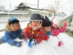 皆で雪遊び楽しいな♪